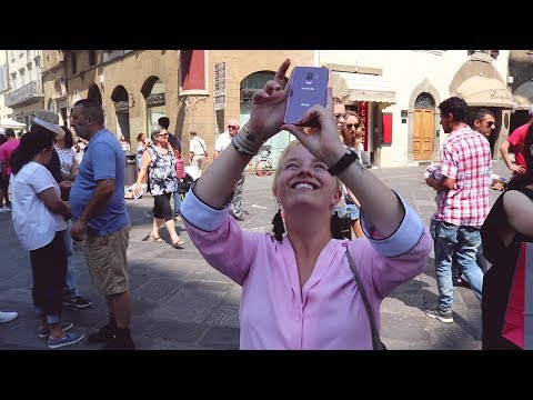 Marie Vagn-Hansen navigerer rundt i Firenze med Bixby Vision