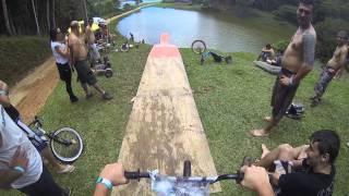 Primeiro salto de Bike na rampa pra lagoa..