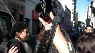 """Tarja y su banda a la llegada al teatro """"El Circul"""