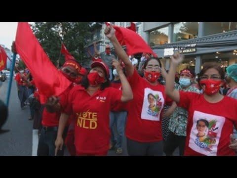 El Partido de Suu Kyi dice que logró la mayoría absoluta en comicios birmanos