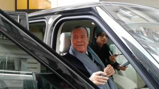 Julio Iglesias and his daughter leaving the hotel din Timisoara