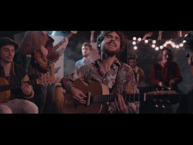 Videoclip oficial de 'Estampida', de Club del Río.