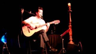 """Jp Simões canta """"Tatuagem"""" de Chico Buarque"""