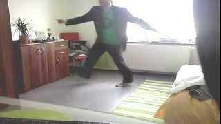 Dancing to Electro Swing - Caravan Palace-Dramophone