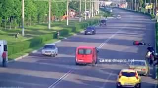 Tabrakan Maut, Motor Ngebut Seruduk Mobil width=