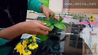 Cara Merangkai Bunga Segar Hiasan width=