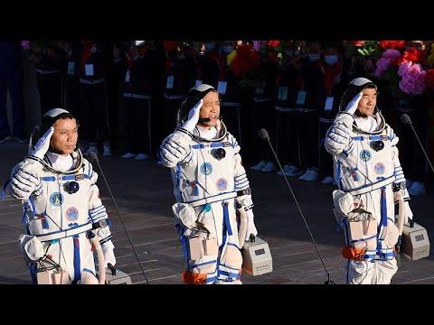 Sencsou-12: sikeresen visszatértek a kínai űrhajósok