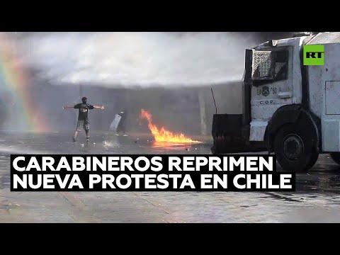 Carabineros reprimen una nueva protesta en Santiago de Chile