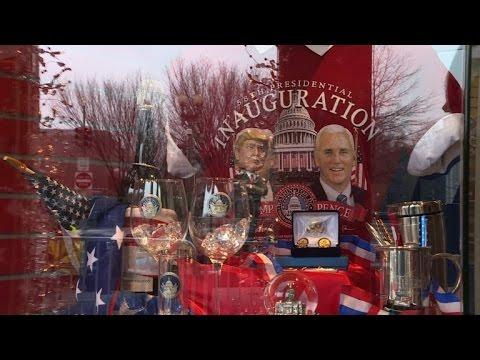 راهن على فوز كلينتون...وراح يبيع تذكارات ترامب
