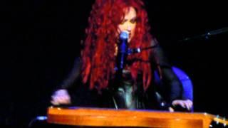 Cyndi Lauper LIVE Montréal Centre Bell 25 avril 2014 : True colors