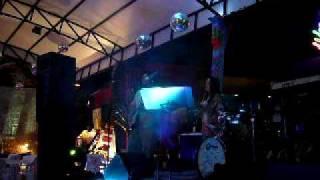 Oye como va.  Carlos Santana - Woodstock Plaza