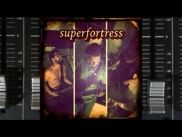 """Vídeo de la canción """"La Chica"""" de Superfortress."""