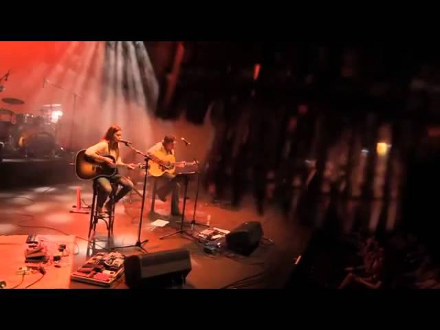 """Vídeo de la canción """"Cerca"""" de Marta Andrés con Santiago Iglesias."""