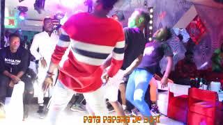 Demonstration de DOSABADO avec les danseurs de Dj Arafat width=