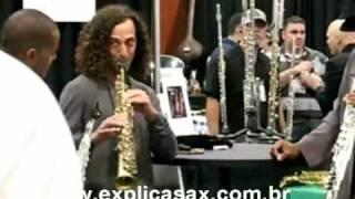 Kenny G sem efeitos no Saxofone.