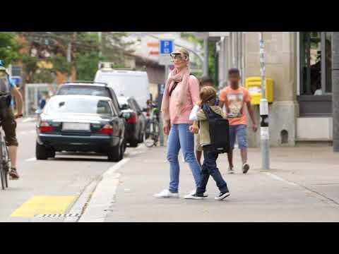I rischi del percorso casa-scuola: quanto attenti sono i bambini per strada?