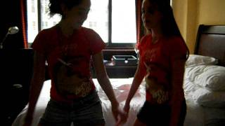 Camila e Melina dancando Funk.AVI