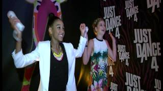 Hunger Games Amandla Stenberg & Willow Shields Dance Off @ Comic Con