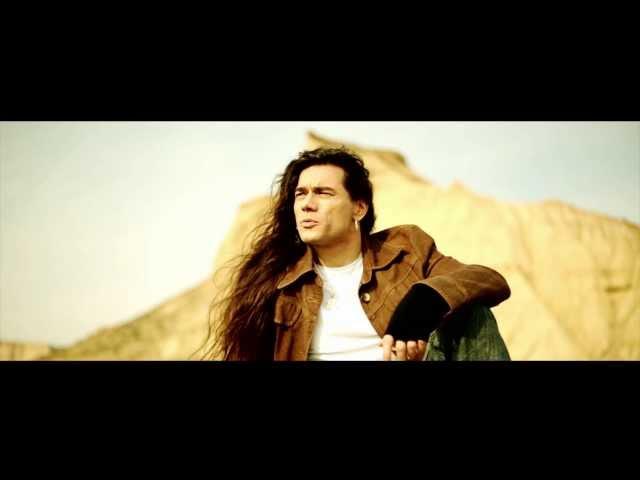 """Videoclip oficial de la canción """"Vuela Alto"""" de Leo Jiménez."""
