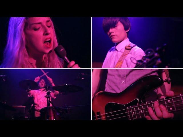 Video en directo de Violeta Vil para Radio 3.