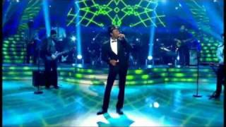 Aloe Blacc singing 'I Need A Dollar' live on Strictly Come Dancing