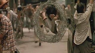 Ong Bak (2003) Tony Jaa Persecucion Scene width=