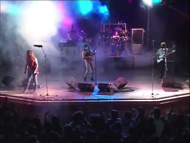 """Vídeo de Medina interpretando la canción """"Paseando por la mezquita"""" en directo."""