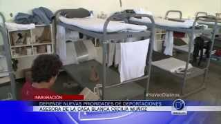 Asesora de la Casa Blanca, Cecilia Muñoz, defiende nuevas prioridades de deportaciones
