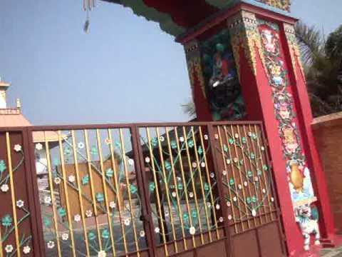 05 Prof  Juan Lázara recorre curioso monasterio budista alemán en Lumbini, Nepal, lugar de nacimiento de Buddha