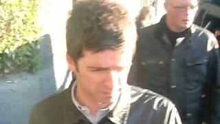 Noel Gallagher leaving Soundcheck Madrid 26/11/2011