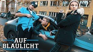 Diese Frau hält ihren Freund im Auto gefangen... | AUF BLAULICHT