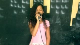 Sara Vitória No Procurando Talentos (Cover Damares - Quem viver verá)