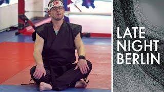 Frank Tonmann macht Karate: Ist er ein würdiger Meister?   Late Night Berlin   ProSieben