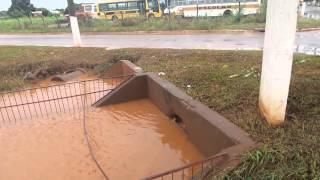 Escoamento de agua da lagoa do sapo