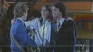 "Umberto Tozzi e altri cantanti cantano ""Gloria"""