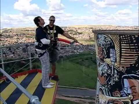 50por1 – 2a Temporada – Africa do Sul – Swing Jump – pulando das Torres de resfriamento de Soweto