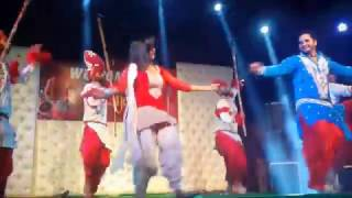 Mele Vich Pain Bolliyan - Beautiful Stage Dance - Sanjay DJ