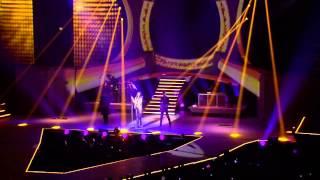 LAURA PAUSINI XMAS GIFT - RESTA IN ASCOLTO (INEDITO WORLD TOUR)