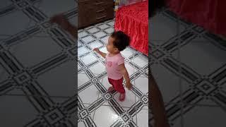 Sophia 1 aninho dançando.