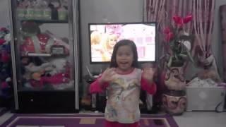 Anak  pintar  menari lagu  Papusa  Berbie