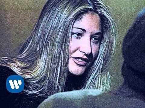 ella-baila-sola-amores-de-barra-official-music-video-ella-baila-sola-catalogo