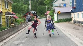 2 Girls 4 Crutches