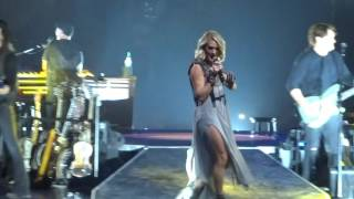 "Carrie Underwood sings Dirty Laundry"" live"