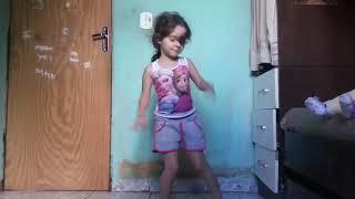 Sofia dançando malandramente