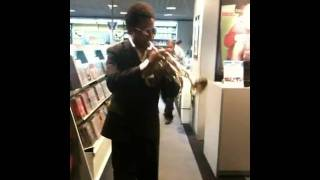 Treme - trompetista do Funk c Le Gusta na FNAC