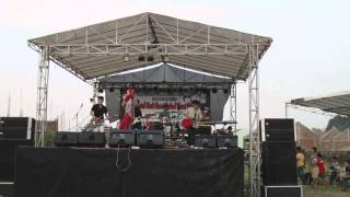 Anna Melodi with hijab feat Invisible Children Band Cover Paramore - Ignorance