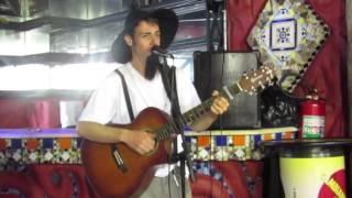 Barnabé do Brejo tocando música de voodoo