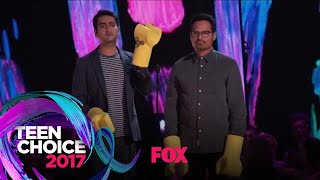 "Michael Peña & Kumail Nanjiani Present The ""Choice Music Group"" Award 