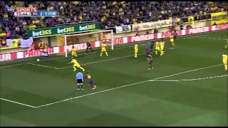 Dani Alves has banana thrown at him during Villarreal match