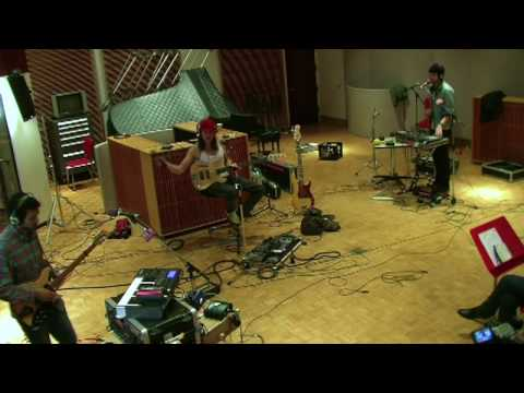 yeasayer-tightrope-the-current